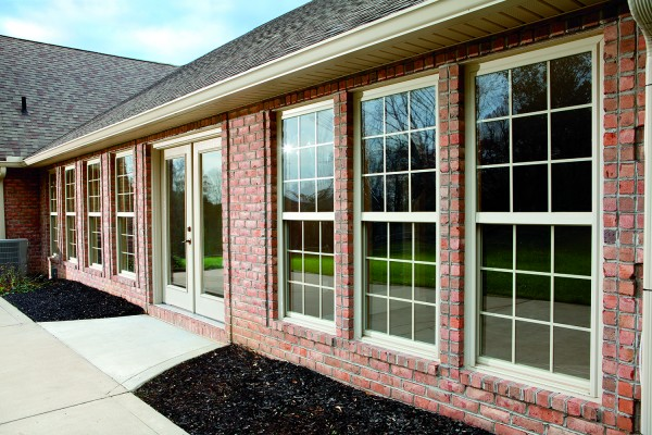 simonton-single-hung-exterior-brick-600x400